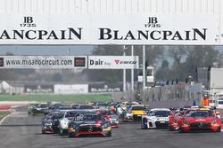Start action #84 Mercedes-AMG Team HTP Motorsport, Mercedes-AMG GT3: Maximilian Buhk, Franck Perera leads