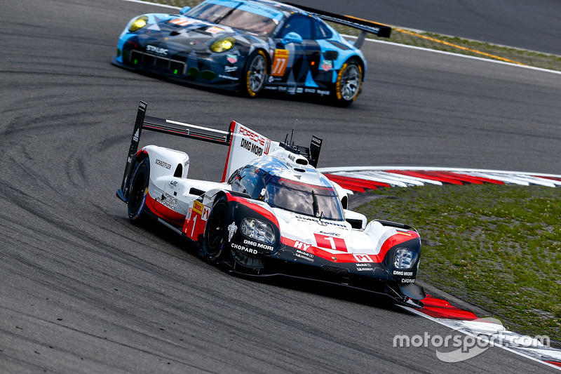 #1 Porsche Team Porsche 919 Hybrid: Ніл Яані, Андре Лоттерер, Нік Тенді, #77 Dempsey Proton Competit