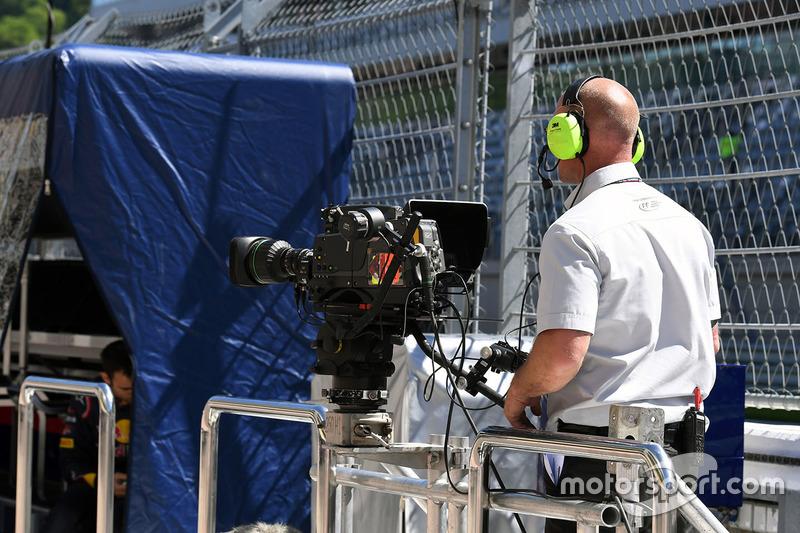 FOM cameraman