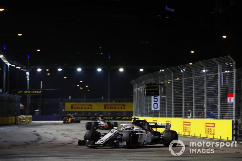 Marcus Ericsson, Sauber C37, leads Kevin Magnussen, Haas F1 Team VF-18