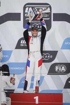 Podio: Ganador, Rob Huff, Sébastien Loeb Racing Volkswagen Golf GTI TCR