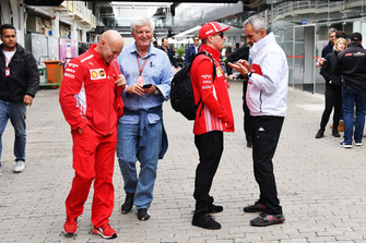 (L to R): Mark Arnall, Trainer, Roger Benoit, Journalist, Kimi Raikkonen, Ferrari and Beat Zehnder, Alfa Romeo Sauber F1 Team Manager