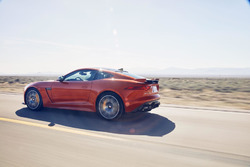 Jaguar F-Type test met Michelle Rodriguez