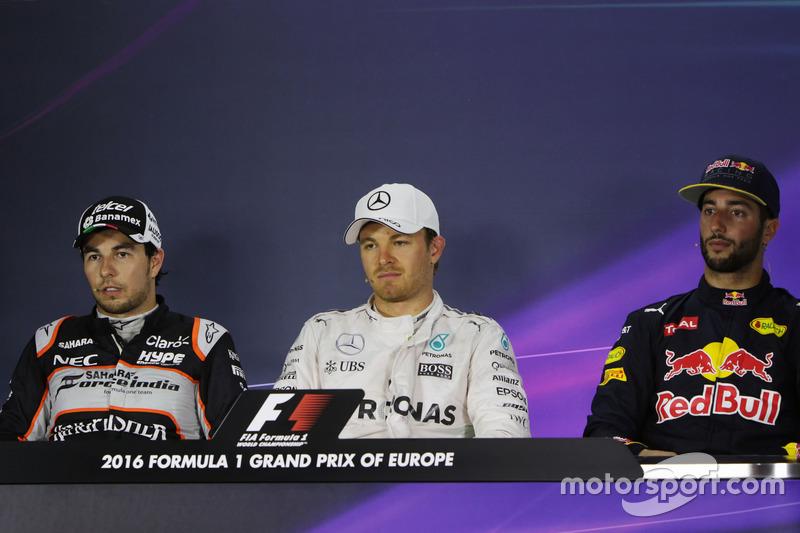 La Conferencia de prensa FIA): Sergio Pérez, Sahara Force India F1, segundo lugar; Nico Rosberg, Mercedes AMG F1, pole position; Daniel Ricciardo, Red Bull Racing, tercer lugar