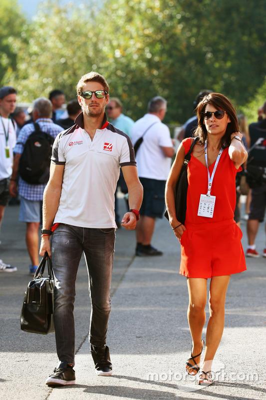 (Da sx a dx): Romain Grosjean, Haas F1 Team con la moglie Marion Jolles Grosjean, Presentatrice TF1 TV