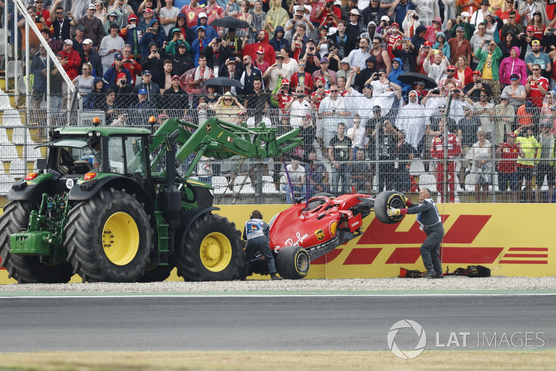 Sebastian Vettel; Ferrari SF71H, menabrak dinding saat memimpin