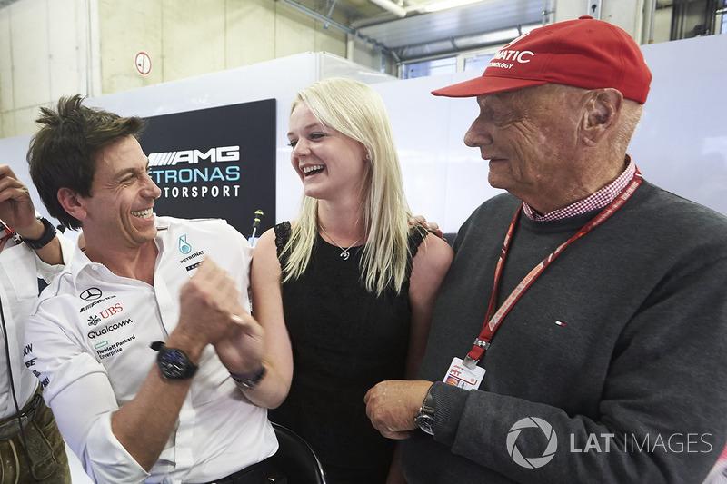 Керівник Mercedes AMG Тото Вольфф, Емілія Боттас, невиконавчий директор Mercedes AMG Нікі Лауда
