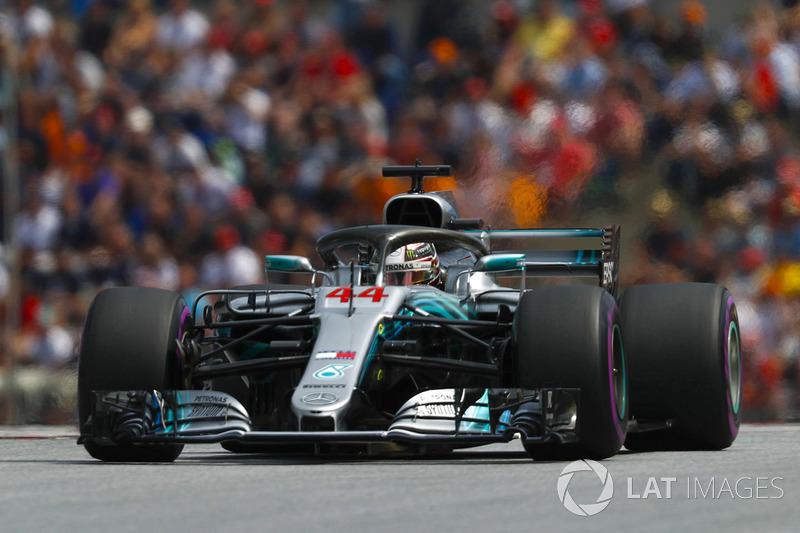 2: Lewis Hamilton, Mercedes AMG F1 W09, 1'03.149
