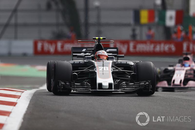 Kevin Magnussen, Haas F1 Team VF-17, Sergio Perez, Sahara Force India F1 VJM10