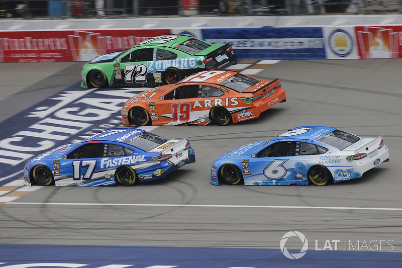 Ricky Stenhouse Jr., Roush Fenway Racing, Ford Fusion Fastenal Matt Kenseth, Roush Fenway Racing, Ford