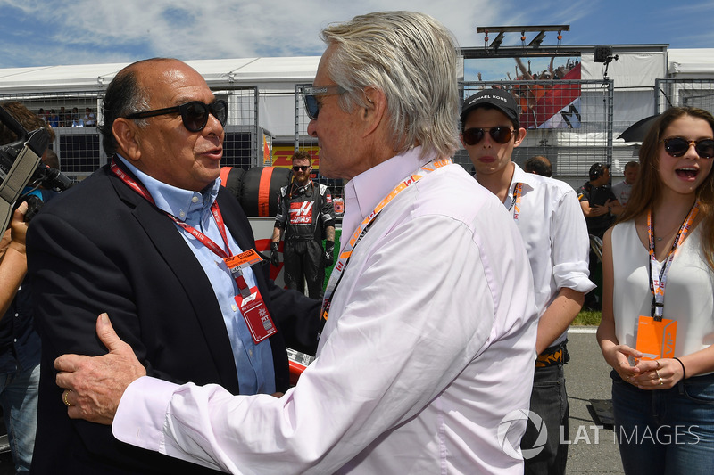 Antonio Perez Garibay, Father of Sergio Perez, and Michael Douglas, on the grid