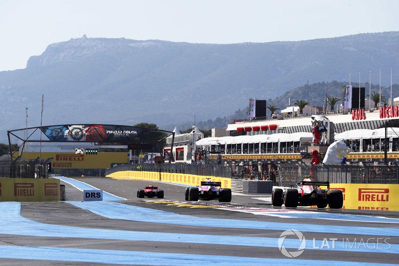 Max Verstappen, Red Bull Racing RB14, chases Esteban Ocon, Force India VJM11, and Kimi Raikkonen, Ferrari SF71H