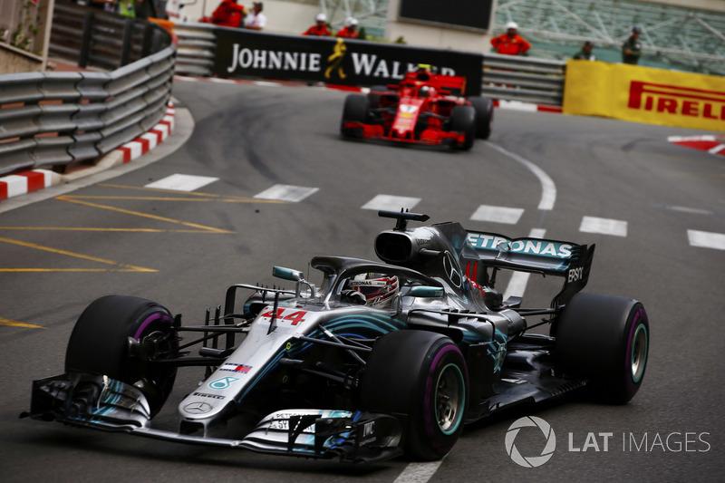 Lewis Hamilton, Mercedes AMG F1 W09, y Kimi Raikkonen, Ferrari SF71H