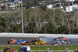Crash: Daniel Suarez, Joe Gibbs Racing Toyota, Kyle Larson, Chip Ganassi Racing Chevrolet Camaro, Erik Jones, Joe Gibbs Racing Toyota