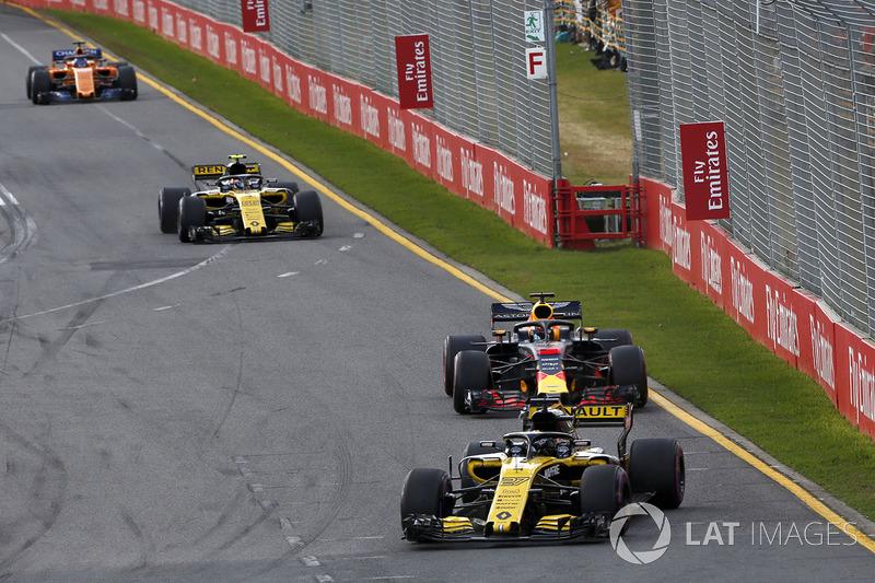 Nico Hulkenberg, Renault Sport F1 Team R.S. 18, Daniel Ricciardo, Red Bull Racing RB14