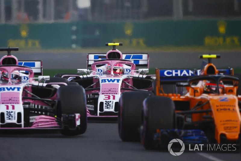 Stoffel Vandoorne, McLaren MCL33 Renault, Sergio Perez, Force India VJM11 Mercedes, Esteban Ocon, Force India VJM11 Mercedes