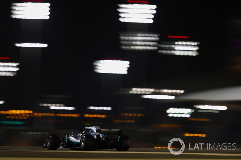 3: Valtteri Bottas, Mercedes-AMG F1 W09, 1'28.124