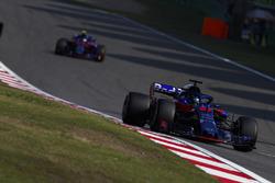 Brendon Hartley, Toro Rosso STR13 Honda, Pierre Gasly, Toro Rosso STR13 Honda
