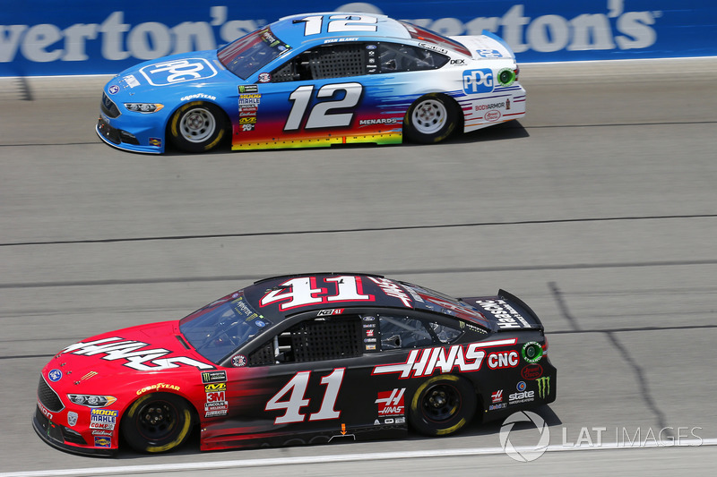 Kurt Busch, Stewart-Haas Racing, Ford Fusion Haas Automation e Ryan Blaney, Team Penske, Ford Fusion PPG