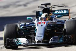 Il vincitore della gara Lewis Hamilton, Mercedes AMG F1 festeggia