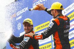 Podium: vainqueurs #26 G-Drive Racing Oreca 07 - Gibson: Roman Rusinov, Andrea Pizzitola
