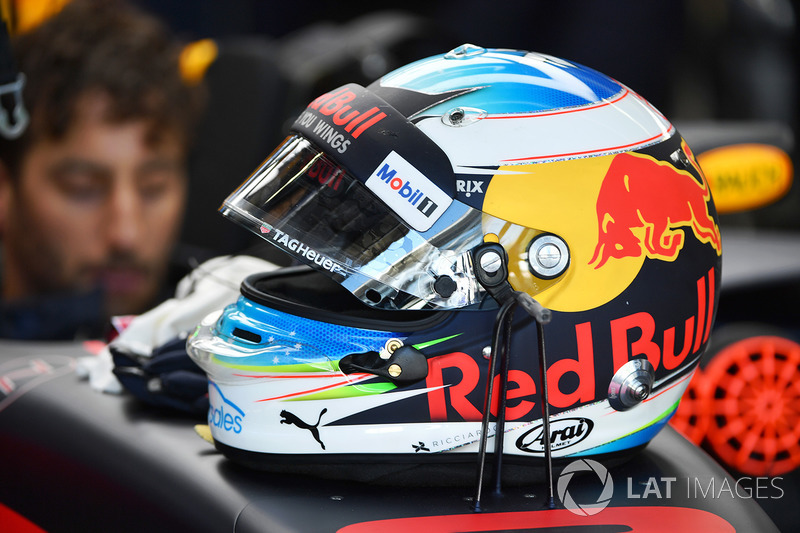 Daniel Ricciardo, Red Bull Racing RB13 casco