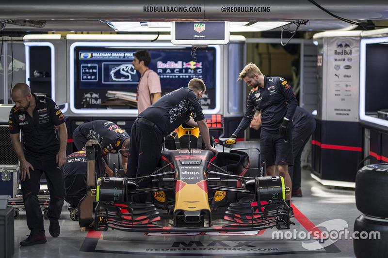 Red Bull Racing RB13 en el garaje