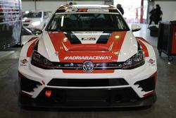 La Volkswagen DSG TCR Polo di Giovanni Altoe, Pit Lane Competizioni nel paddock
