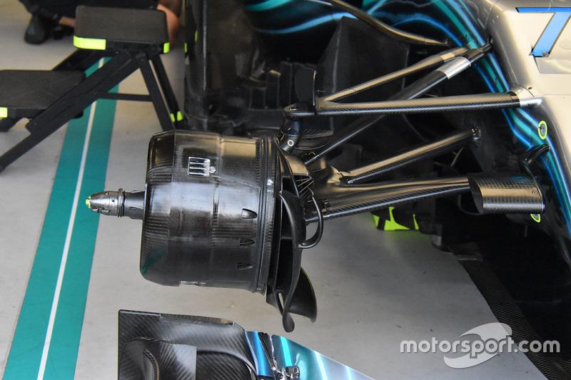 Mercedes AMG F1 W09 ön fren detay