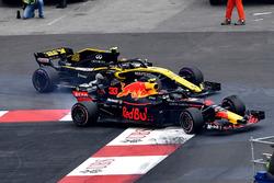 Карлос Сайнс, Renault Sport F1 Team RS18, и Макс Ферстаппен, Red Bull Racing RB14