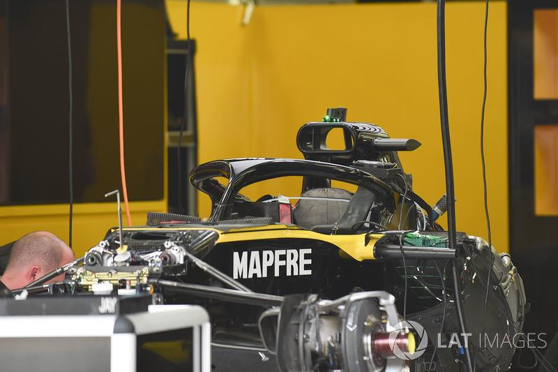 Автомобиль Renault Sport F1 Team R.S. 18 в гараже