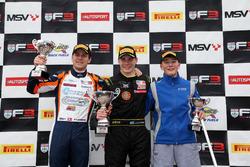 Podio: seconod posto Nicolai Kjaergaard, Carlin BRDC British F3, il vincitore Linus Lundqvist, Double R BRDC British F3, terzo posto Billy Monger, Carlin
