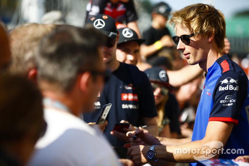 Brendon Hartley, Toro Rosso, signe des autographes pour les fans