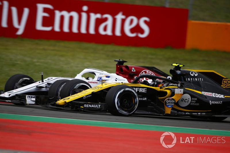 Carlos Sainz Jr., Renault Sport F1 Team R.S. 18, lotta con Marcus Ericsson, Sauber C37