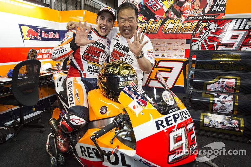 Race winner Marc Marquez, Repsol Honda Team, Shuhei Nakamoto, vice-president of Honda Racing Corporation