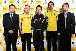 Sun Yue Yang avec Jolyon Palmer et Kevin Magnussen, Renault Sport F1 Team
