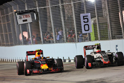 Max Verstappen, Red Bull Racing RB12 en Esteban Gutierrez, Haas F1 Team VF-16