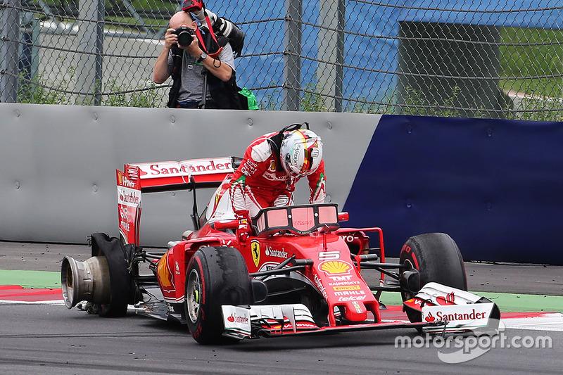 Sebastian Vettel, Ferrari, si ritira dalla gara