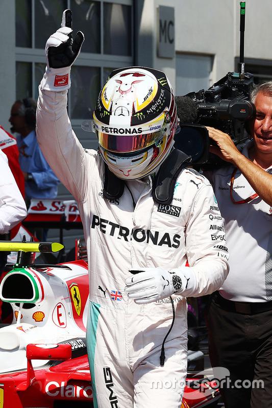 Le poleman Lewis Hamilton, Mercedes AMG F1 Team