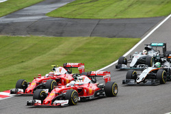 Sebastian Vettel, Ferrari SF16-H y equipo compañero Kimi Raikkonen, Batalla de Ferrari SF16-H para l