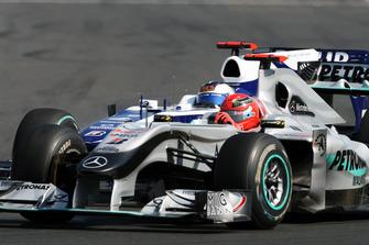 Michael Schumacher, Mercedes GP MGP W01, Rubens Barrichello, Williams FW32