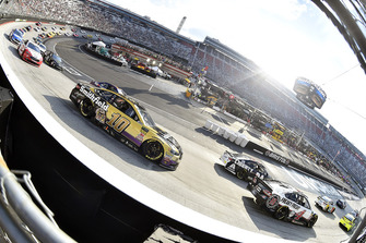 Aric Almirola, Stewart-Haas Racing, Ford Fusion Smithfield Anytime Favorites e Kevin Harvick, Stewart-Haas Racing, Ford Fusion Jimmy John's
