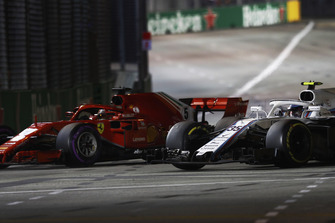 Sebastian Vettel, Ferrari SF71H, pasa a Sergey Sirotkin, Williams FW41