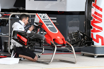 Haas VF-18 nose and front wing
