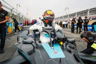 Stoffel Vandoorne, HWA Racelab sort de sa VFE-05 sur la grille
