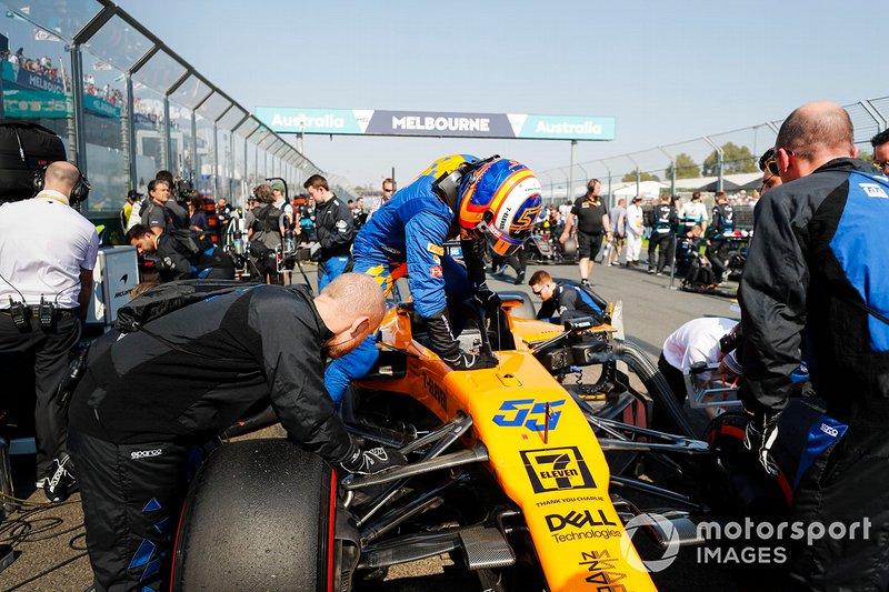 Carlos Sainz Jr., McLaren MCL34 sur la grille
