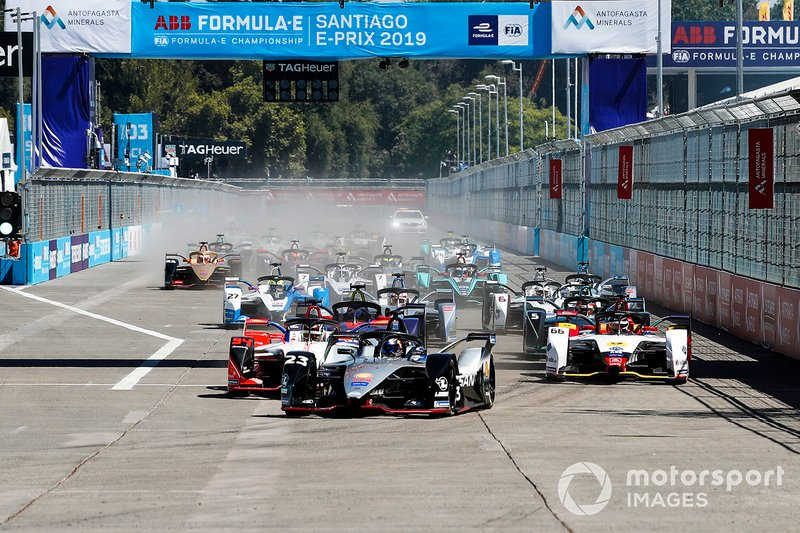 Sébastien Buemi, Nissan e.Dams, Nissan IMO1, leads Pascal Wehrlein, Mahindra Racing, M5 Electro and Daniel Abt, Audi Sport ABT Schaeffler, Audi e-tron FE05