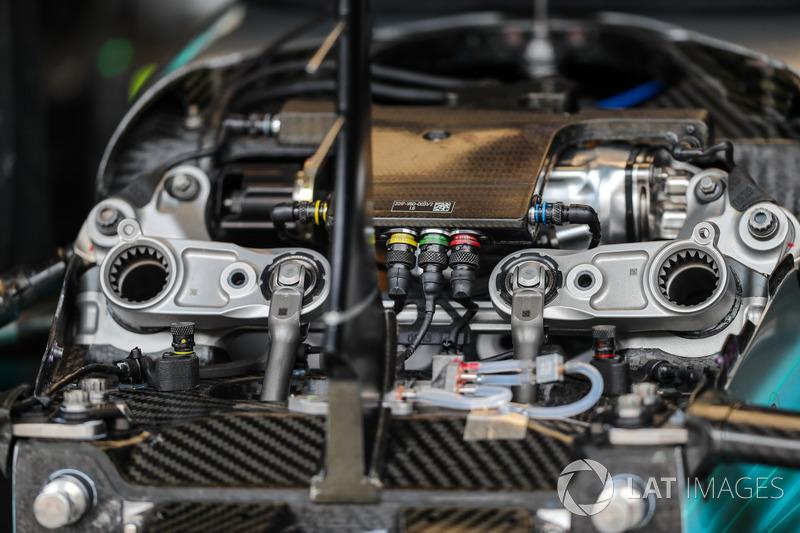 Mercedes F1 W08: Vorderradaufhängung