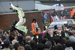 Yarış galibi Rob Austin, Handy Motorsport Toyota Avensis