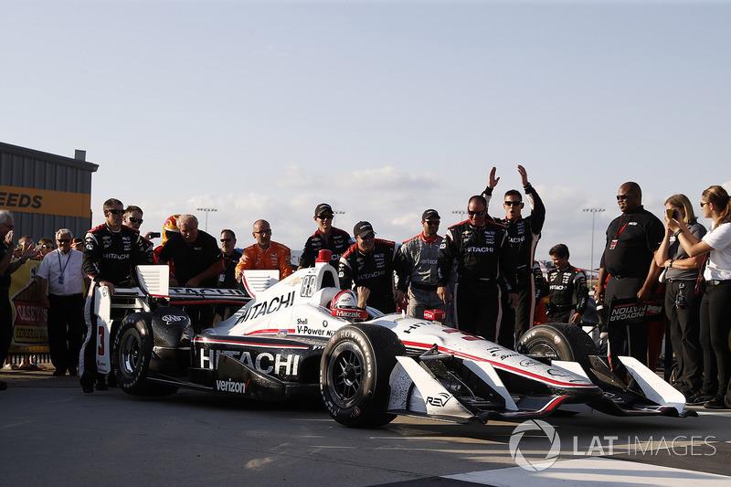 Переможець гонки Еліо Кастроневес, Team Penske Chevrolet
